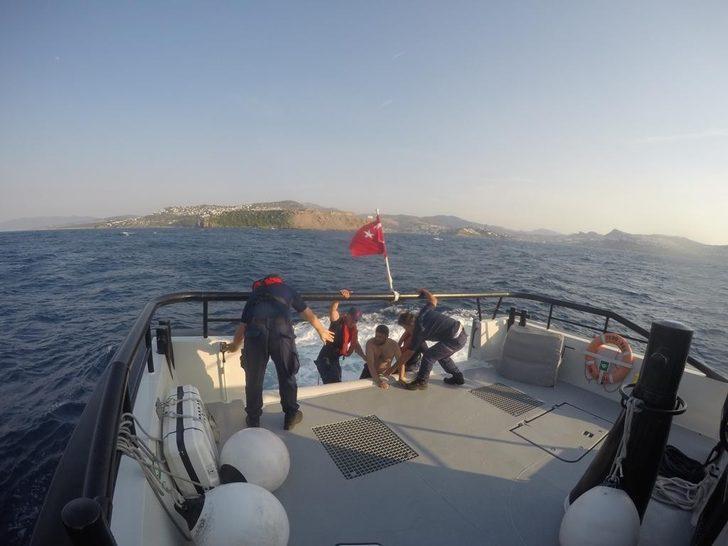Yüzmek için açıldı, 5 saat sonra deniz ortasında bulundu