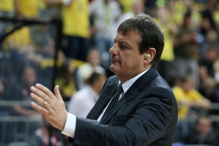 Ergin Ataman maça yine kulaklıkla çıktı
