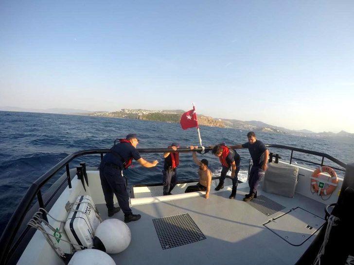 Yüzerken dalgalarla açığa sürüklenen tatilci, 5 saat sonra kurtarıldı