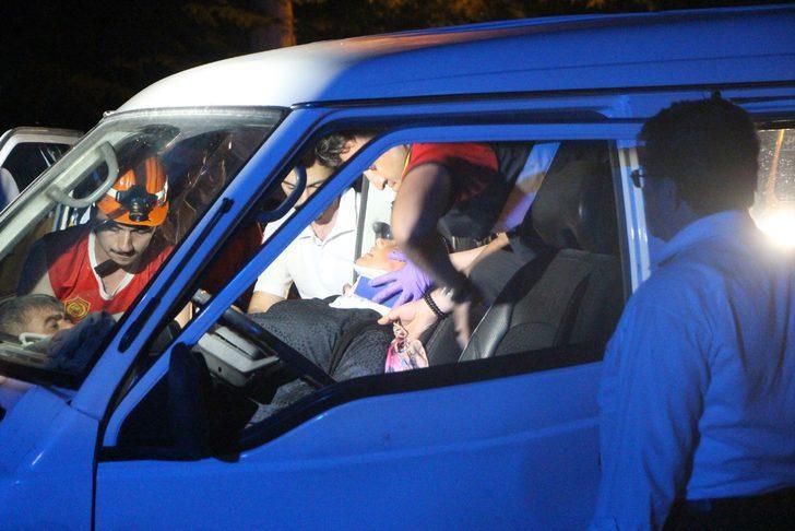 8 aylık hamile kadın araç içinde sıkıştı! Gece yarısı feci kaza