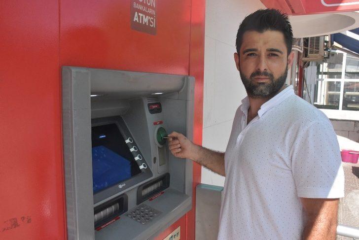 ATM'de unutulan paranın sahibini arıyor