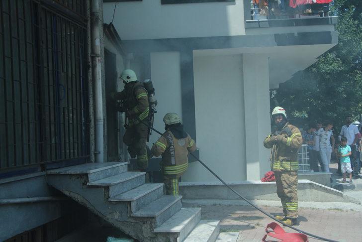 Kağıthane'de boş dükkan yandı mahalleli sokağa döküldü