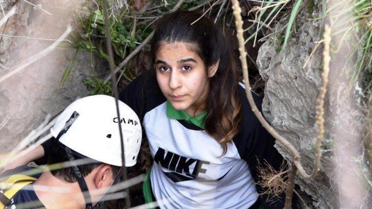 Antalya'da indiği mağarada mahsur kalan kız öğrenciyi itfaiye kurtardı