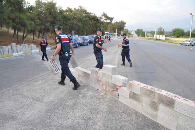 Pamukkale yolunu duvar örerek kapatan 15 kişiye gözaltı
