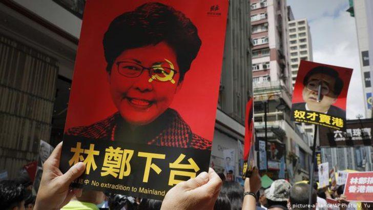 Hong Kong tartışmalı sınır dışı tasarısını askıya aldı