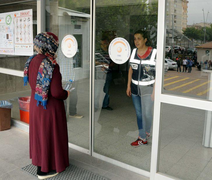 Kayseri'de 1 dakika geciken öğrenci, YKS'ye giremedi