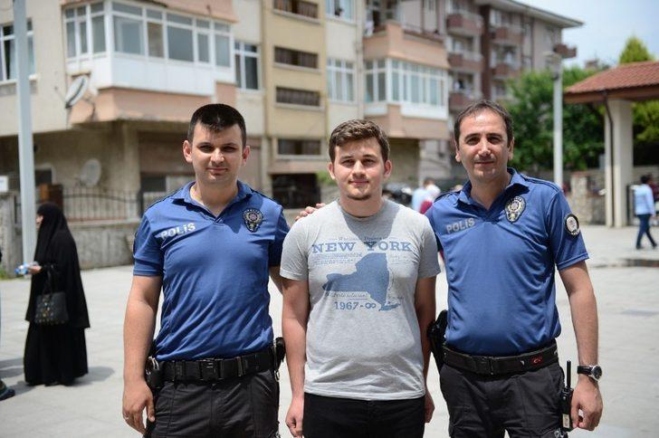 YKS ilk oturumuna geç kalan öğrenciyi polis ekipleri sınava yetiştirdi