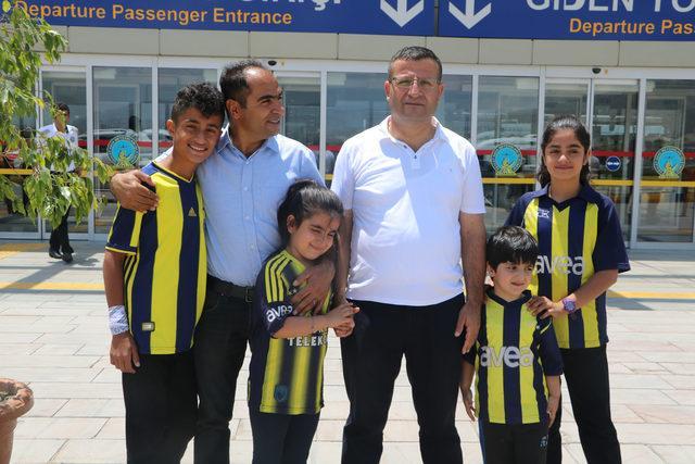 'Fener ol' kampanyasına formalarını satarak destek veren Civan İstanbul'a gitti