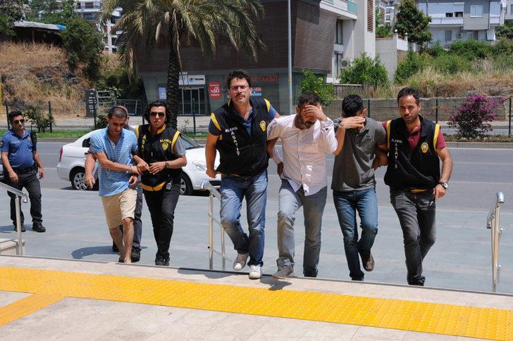 Otomobilden 200 bin lira ve döviz çalan 3 şüpheli tutuklandı