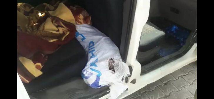 Ticari araçta, çuvallar içinde 48,5 kilo esrar ele geçirildi