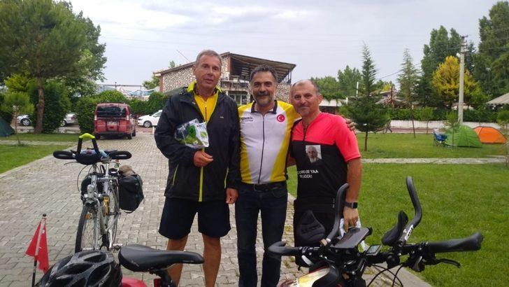 Bisiklet tutkunları 21 günde 3 bin 12 kilometre yol gitti