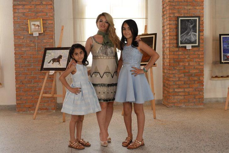 Anne ve kızlarının sergisi Ulucanlar'da