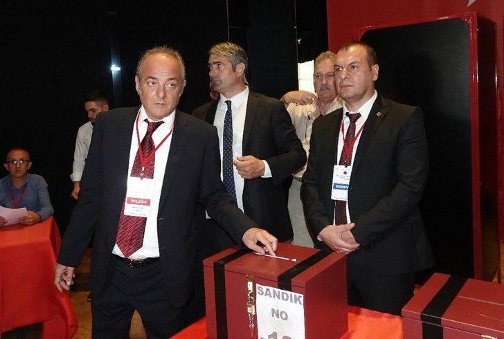 Gençlerbirliği'nde yapılan Olağan Genel Kurul sonucunda Murat Cavcav yeniden başkanlığa seçildi.