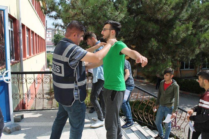 """Kaymakam Deniz Pişkin, """"Tosya'da YKS sınavları huzur içinde yapıldı"""""""