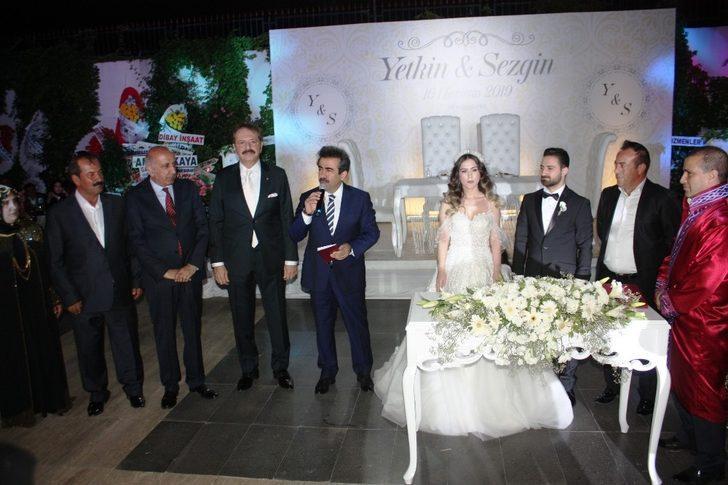 İş ve siyaset dünyasını bir araya getiren düğün