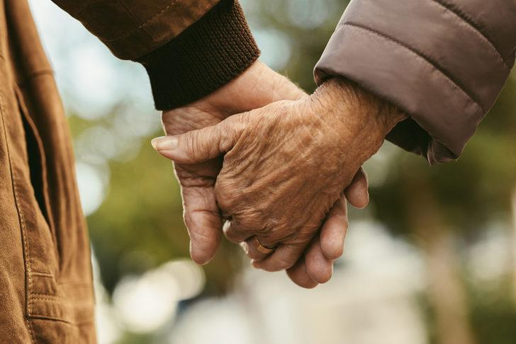40 yıllık evliliğini kutlayan terapist, her çiftin bilmesi gereken gerçekleri paylaştı
