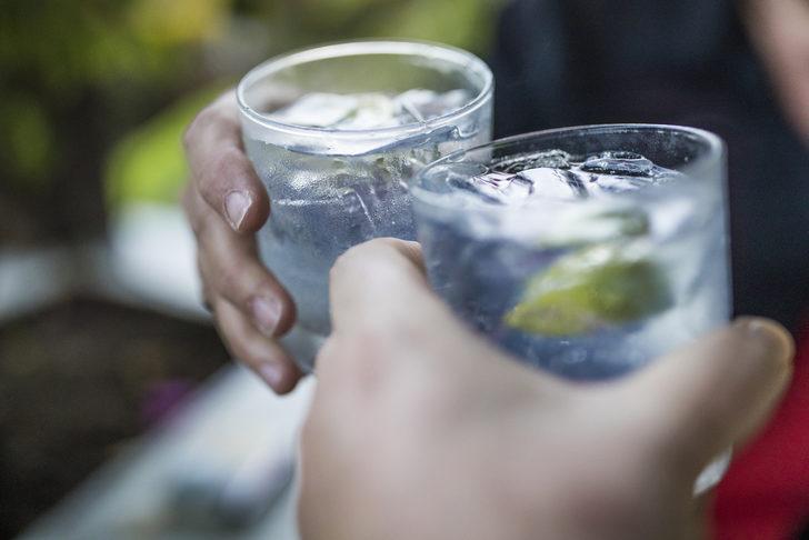 Uzmanlar uyarıyor: Su yerine içtiğiniz enerji içecekleri ani ölümlere yol açabilir