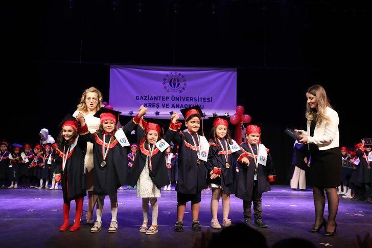 GAÜN'de okul öncesi eğitimini tamamlayan 60 öğrenci diploma aldı