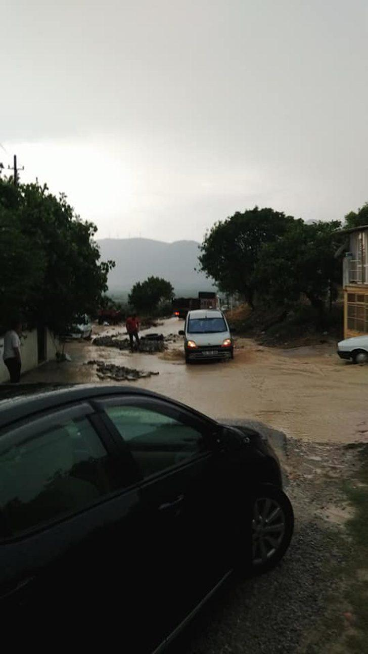Kırkağaç'ta sağanak yağış