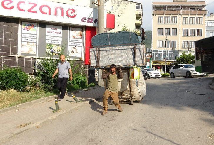 (Özel) İki tekerlekle kamyon gibi yük çekiyor