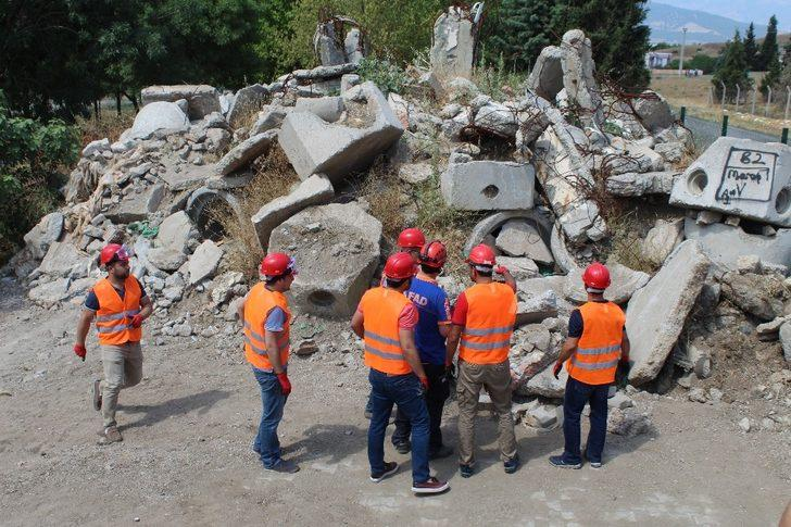 Kahramanmaraş'ta öğretmenlerden doğal afet tatbikatı