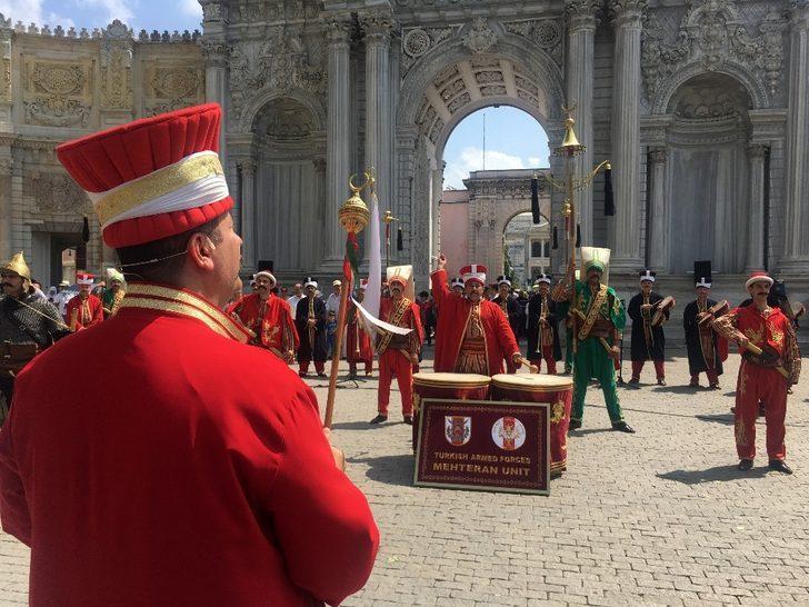 Dolmabahçe Sarayı'nda mehter konserine turistlerden yoğun ilgi