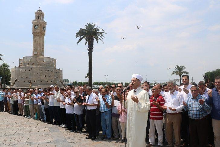 Mursi için gıyabi cenaze namazına İzmir'den destek