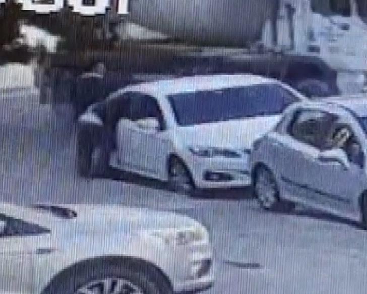 Üsküdar'da otomobillerden hırsızlık yapan şüpheli kamerada