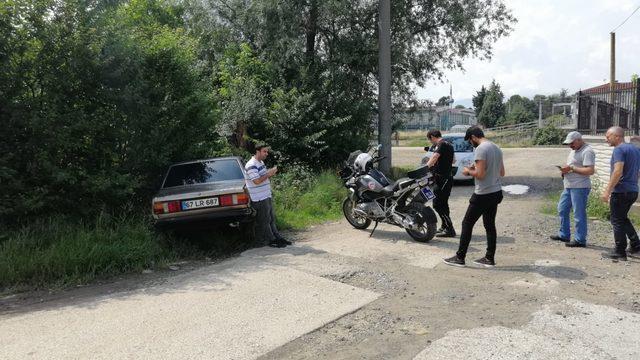 Polisten kaçarken otomobiliyle bahçeye daldı