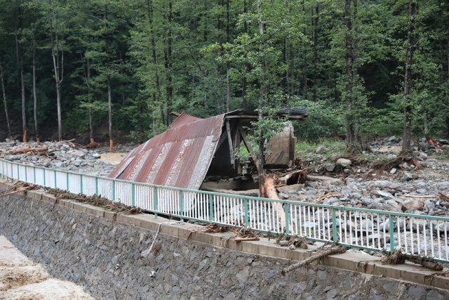 Trabzon'da taşkın: 6 ölü, 4 kayıp (5)