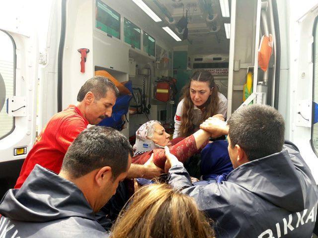 Selde mahsur kalan kadını itfaiye kurtardı
