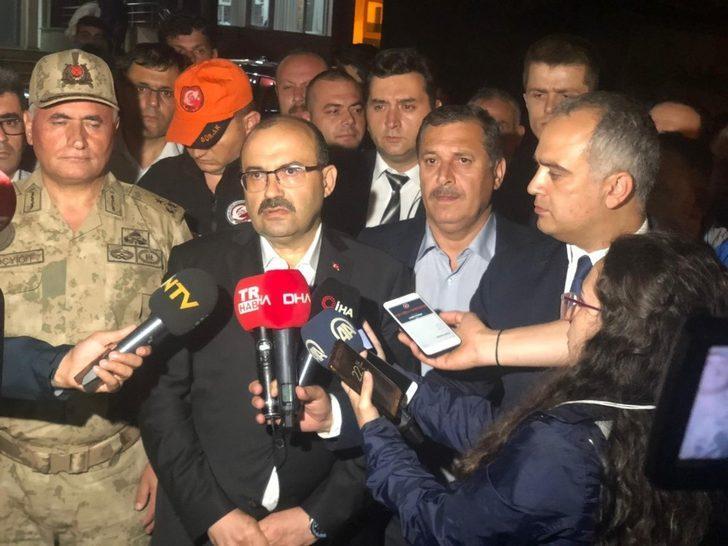 """Vali İsmail Ustaoğlu, Araklı'daki selle ilgili yanlış bilgilendirmeyi """"2 ölü, 8 kayıp"""" olarak düzeltti"""