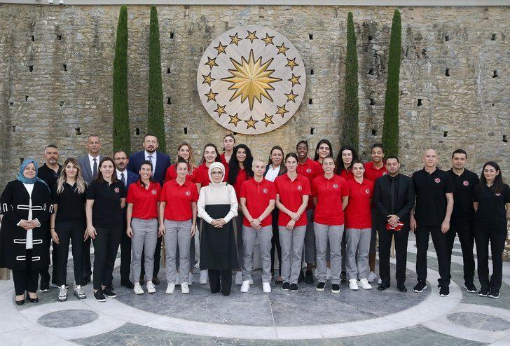 Emine Erdoğan, A Milli Kadın Basketbol Takımı ile buluştu