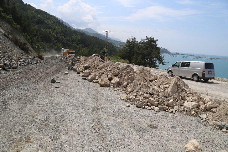 Kastamonu'da sahil yolu sürücüleri korkutuyor ile ilgili görsel sonucu
