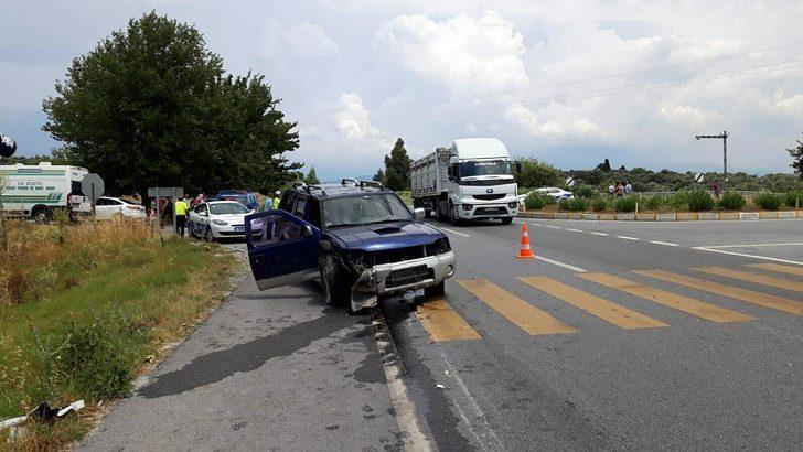 Aydın'da otomobil ile kamyonet çarpıştı: 1 ölü, 5 yaralı