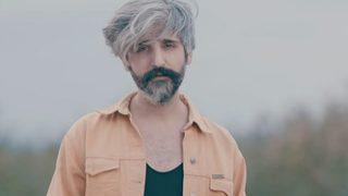 Manuş Baba askerde! Saç sakal gidince...