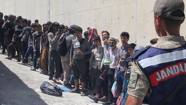 Hatay'da 75 düzensiz göçmen yakalandı
