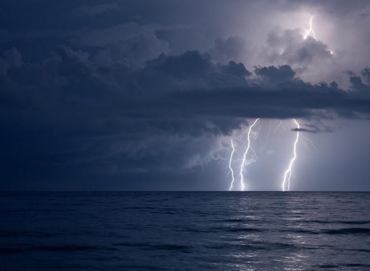 Meteoroloji o bölgeleri uyarmıştı! Şimşek dehşeti: Ölü ve yaralılar var
