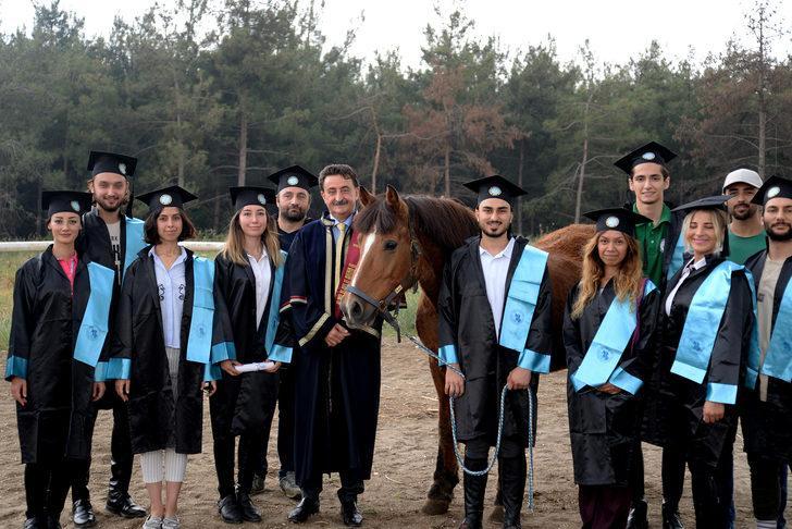 Atçılık okulunda mezuniyet coşkusu