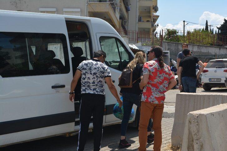 Ayvalık'ta 10 mülteci denizde yakalandı