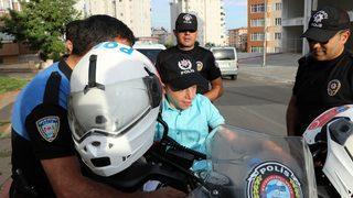 Engelli gence polislerden sürpriz