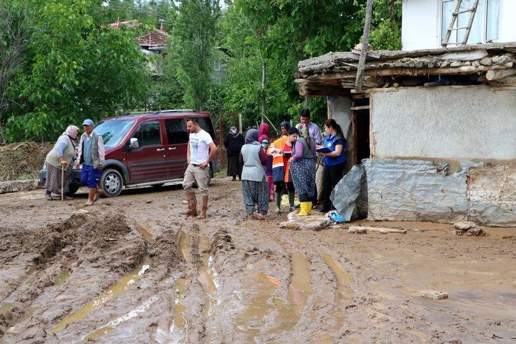 Afyonkarahisar'da sağanak; 250'den fazla evde ev ve iş yerini su bastı (2)