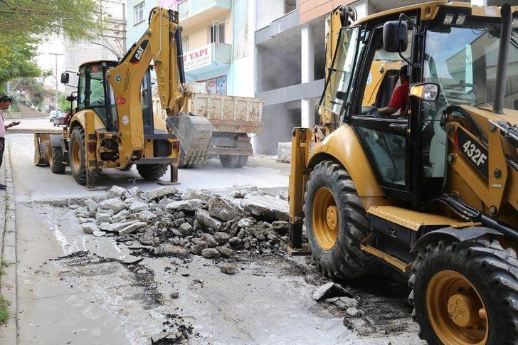Turgutlu'nun bozulan yollarına tamirat