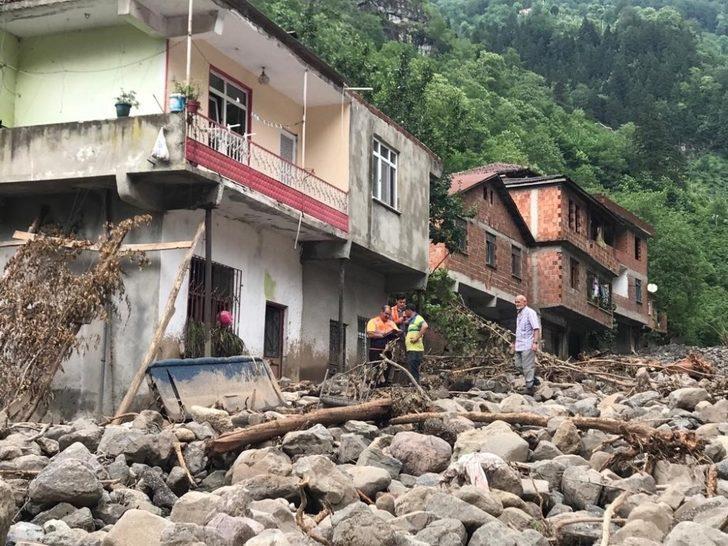Trabzon'un Araklı ilçesindeki selin ardından afet bölgesinde çalışmalar sürüyor