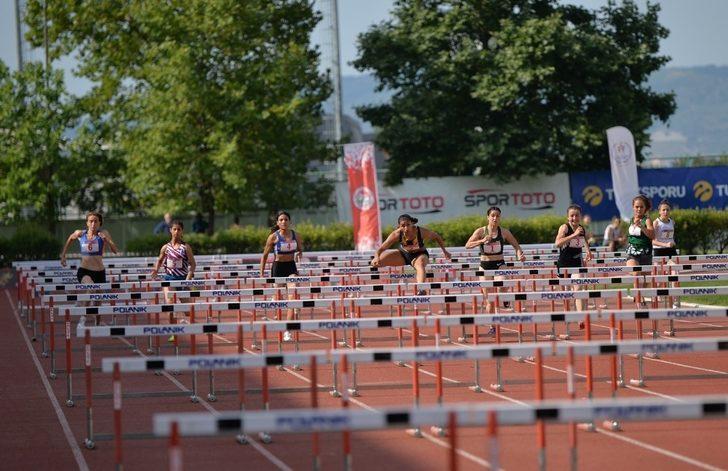 Büyükşehirli atletler dördüncü bitirdi