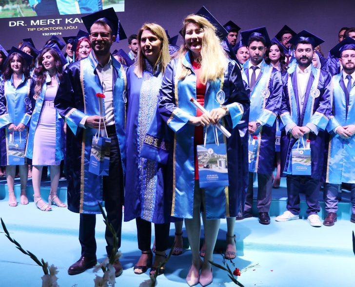 Melike, Tıp Fakültesi'nden mezuniyet sevincini buruk yaşadı