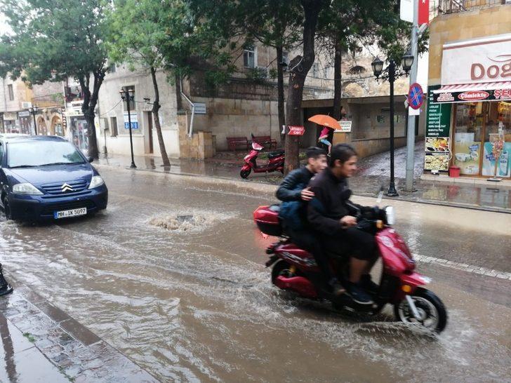 """Seli görüntüleyen vatandaş: """"Araba gırtlağına kadar su doldu"""""""