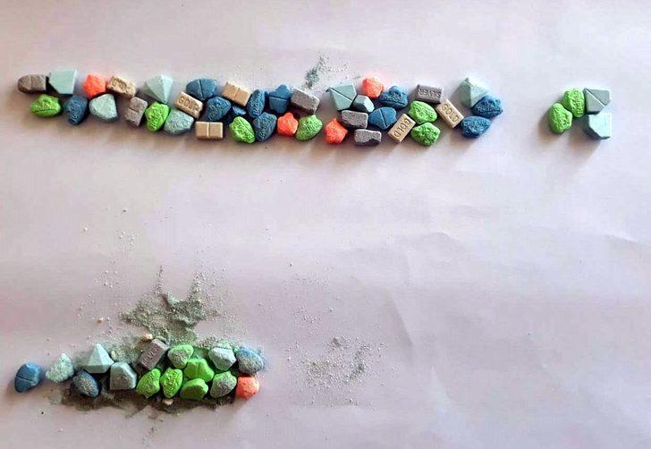 Kula'da 3 uyuşturucu satıcısına gözaltı