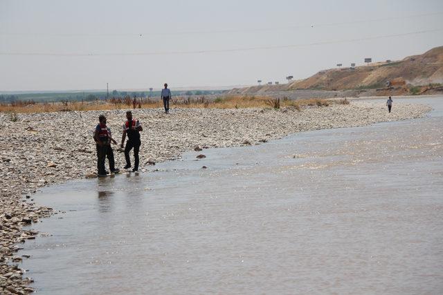 Çaya düşen kardeşlerini kurtarmak için suya atladılar: 2 kayıp