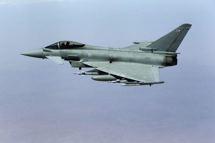 Dalaman'a gelen uçağa dönüşte savaş uçakları eşlik etti